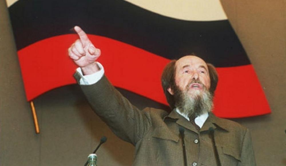 Советское правительство сочло решение нобелевского комитета политически враждебным, и солженицын, боясь